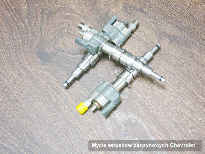 Wtryskiwacz do benzyny do samochodu firmy Chevrolet po wykonaniu zlecenia mycie wtrysków benzynowych naprawiony na odpowiednim urządzeniu gotowy do wysyłki