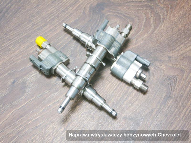 Wtryskiwacz do benzyny do auta marki Chevrolet po przeprowadzeniu zlecenia naprawa wtryskiwaczy benzynowych wyczyszczony na specjalistycznej maszynie przygotowany do wysyłki