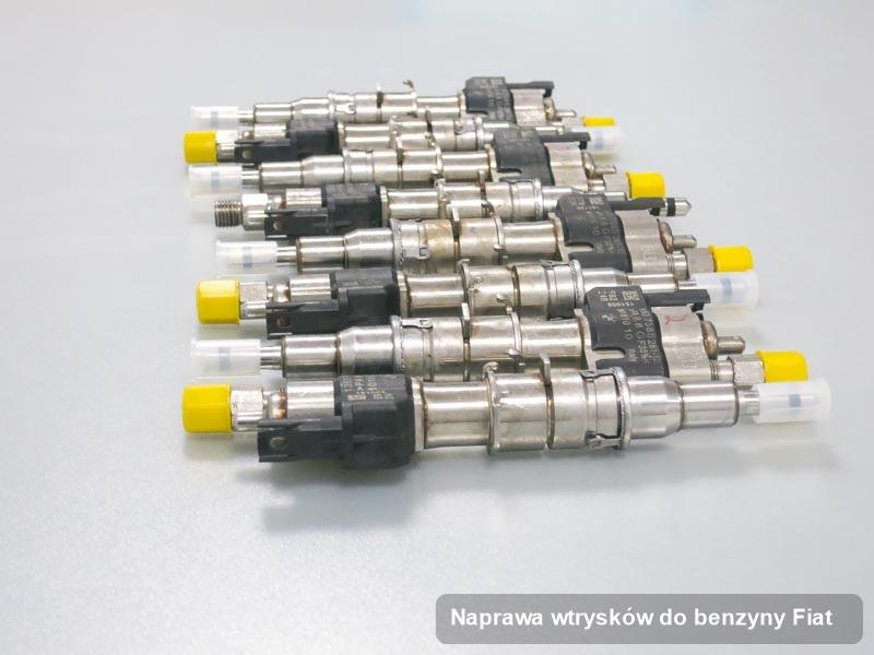 Wtrysk do osobówki spod skrzydeł firmy Fiat po przeprowadzeniu zlecenia naprawa wtrysków do benzyny wyczyszczony na specjalistycznym urządzeniu przed wydrukiem parametrów