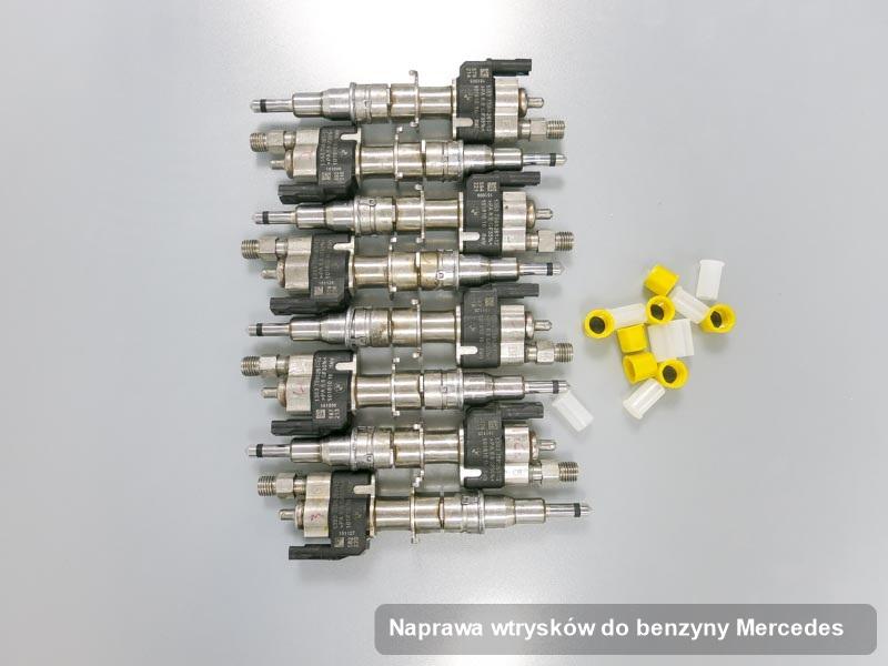 Wtrysk benzyny do samochodu ze znaczkiem Mercedes po wykonaniu serwisu naprawa wtrysków do benzyny wyregulowany na specjalistycznej maszynie przed wydrukiem parametrów