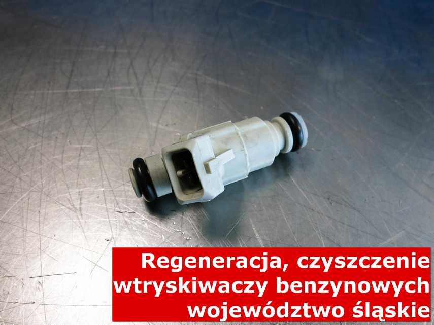 Wtrysk benzyny z województwa śląskiego w pracowni na stole, testowany przy pomocy nowoczesnego sprzętu