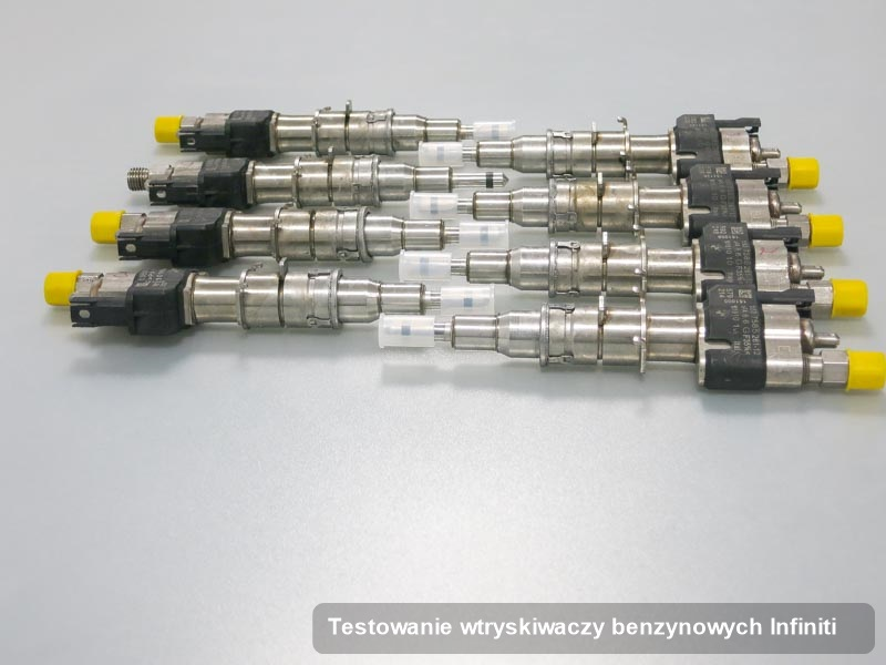 Wtrysk do benzyny do auta spod skrzydeł firmy Infiniti po wykonaniu usługi testowanie wtryskiwaczy benzynowych zregenerowany na odpowiednim stole probierczym przed spakowaniem