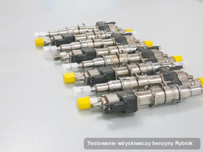 Wtrysk benzyny wyczyszczony na specjalistycznej aparaturze pomiarowej po przeprowadzeniu zlecenia testowanie wtryskiwaczy benzyny w jednej z pracowni w Rybniku