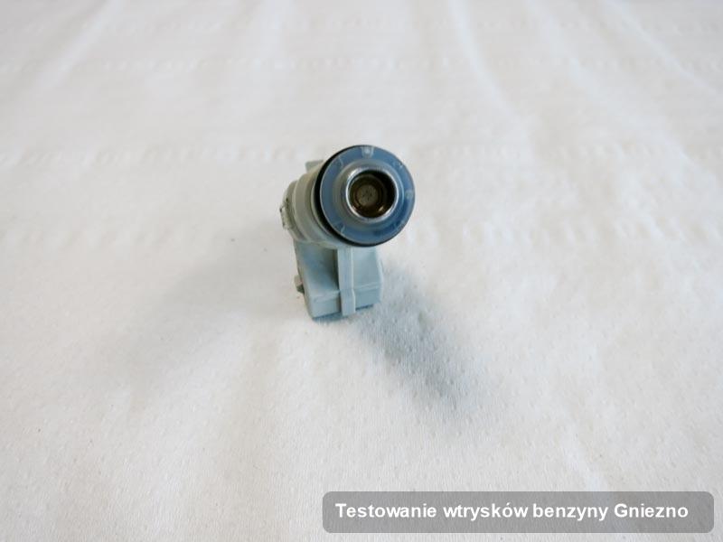 Wtryskiwacz zdiagnozowany na specjalistycznej stacji probierczej po wykonaniu zlecenia testowanie wtrysków benzyny w jednej z pracowni z Gniezna